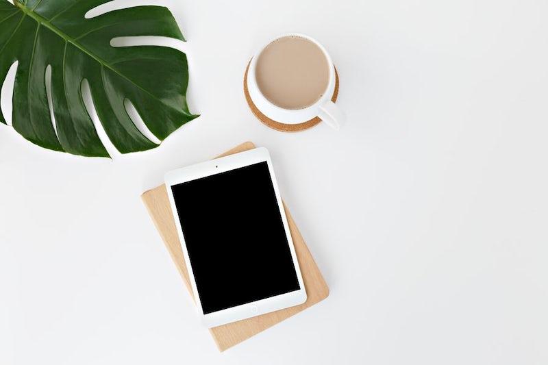 iPadとカフェラテ