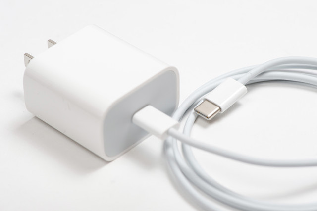 USB-TypeC充電器とケーブル