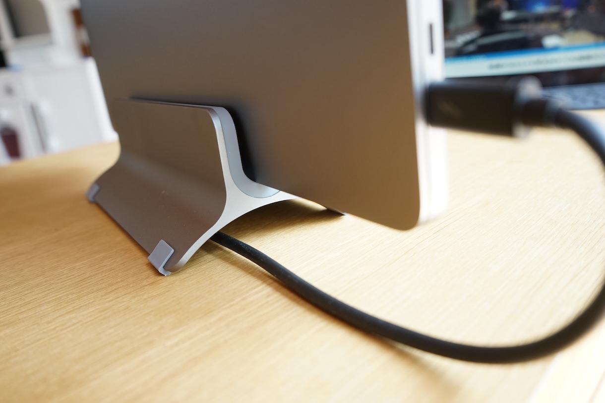 MacbookProクラムシェル用スタンド